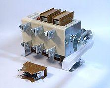 рубильники ВР32-31, ВР32-35, ВР32-37, ВР32-39 предназначены для включения, пропускания и отключения переменного тока...