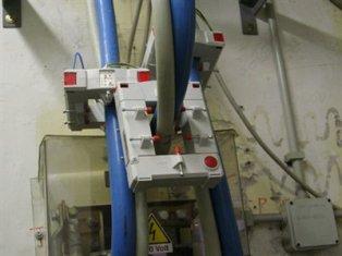 Почему вторичную обмотку трансформатора тока нельзя оставлять разомкнутой?