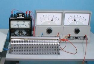 Как правильно включить ваттметр в цепь постоянного тока?