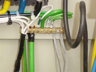 Монтаж заземляющих и нулевых защитных проводников