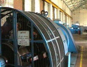 электрический генератор на электростанции