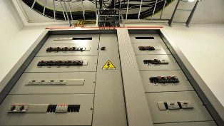 При коротком замыкании...  Выбор тока отсечки. выбирают, исходя из пускового тока электродвигателя. iотс.