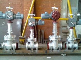 Клапаны для регулирования потока жидкости в трубопроводе