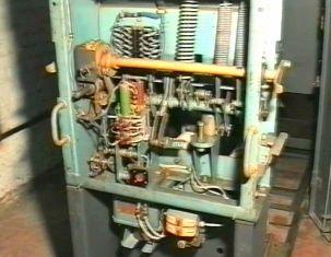 Устройство привода масляного выключателя