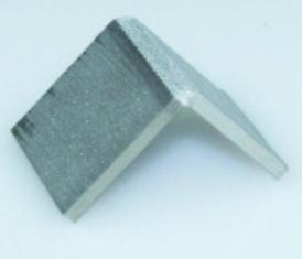 Образец из сваренной нержавеющей стали и алюминия подвергнут испытанию на изгиб