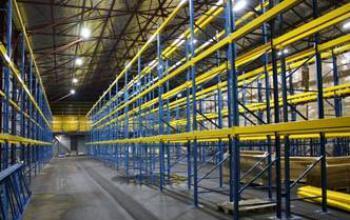 светодиодный светильник на складе