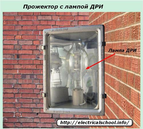 Прожектор с лампой ДРИ