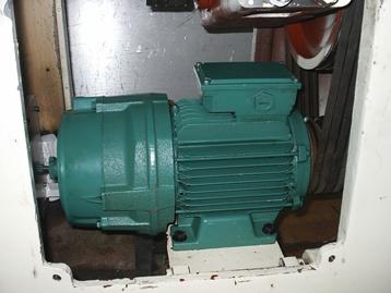 Электродвигатель на станке
