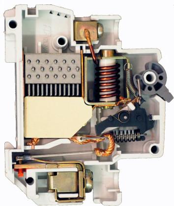Контакты автоматического выключателя