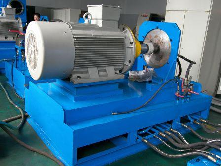 Современный электродвигатель промышленного механизма