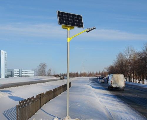 Уличный светильник зимой