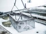 Очистка металлов и другие применения электрохимического анодного травления