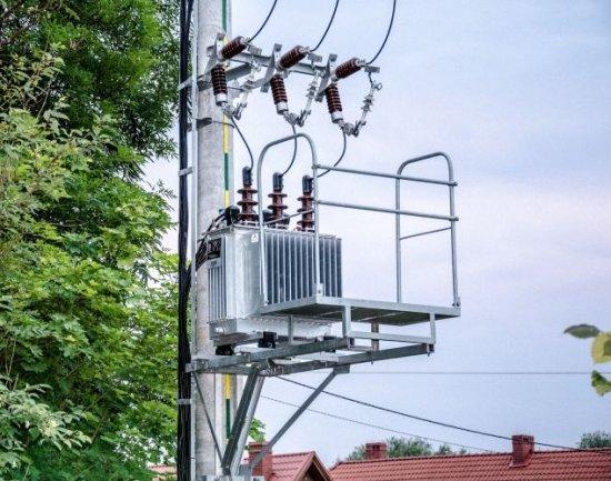 Силовой трансформатор на опоре ЛЭП