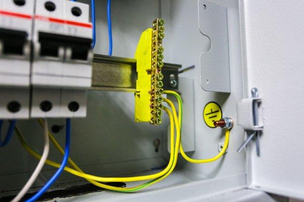 Система заземления - Нулевой защитный проводник (PE) – желто-зеленого цвета
