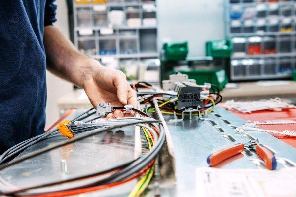 Cпециализированная организация по производству электромонтажных работ