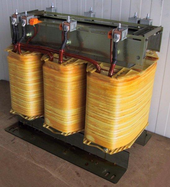 Силовой трансформатор в разобранном виде
