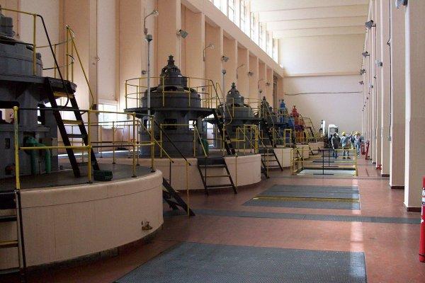 Машинный зал гидроэлектростанции